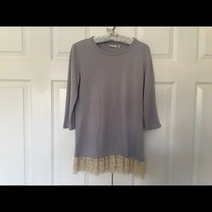 LOGO XS gray tunic with double row of lace in nude